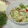 Салат из капусты с редисом и зеленым горошком