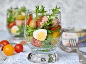 10 простых салатов с рыбой