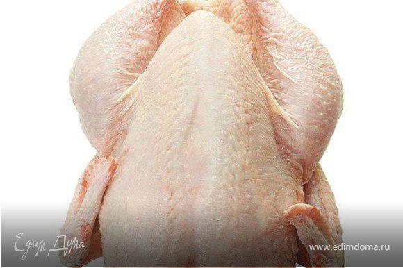 Сварить куриный бульон с овощами.