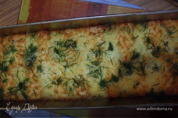 Отправьте терин в духовку разогретую до 180 градусов на 30-35 минут. Перед подачей терин украсить зеленью.