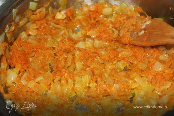Добавить морковь, обжарить)