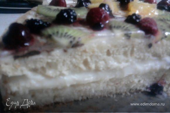 Поставить торт в холод. Перед нарезанием раскрыть форму. Гостям очень понравился неожиданный торт!