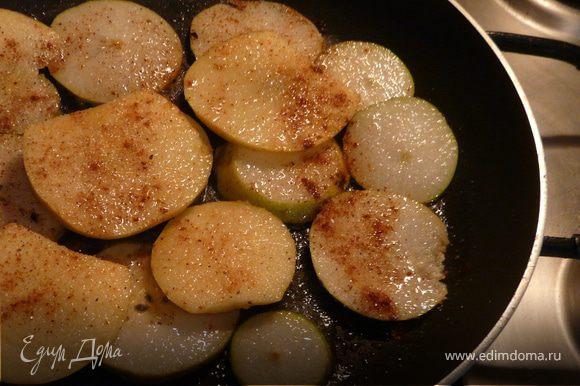 Вынуть сковороду, положить кусочек масла и хорошо смазать, вылить тесто и поставить в духовку на 20 минут.
