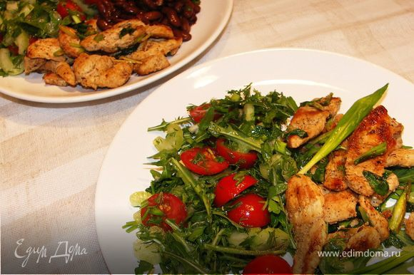 Всё.Наша индейка готова))Кушать с салатом из свежих овощей и зелени.Можно на гарнир добавить отварную фасоль.Приятного аппетита!:)