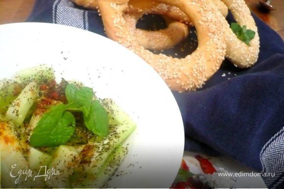 АНГУРОМЕЗЕС: Все игредиенты кроме оливкового масла смешать. Полить маслом прямо перед подачей и посыпать паприкой по желанию.