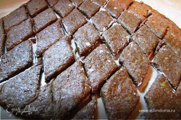Тесто раскатать нЕ тонко, 1-1,3см, вырезать формочкой печенье.