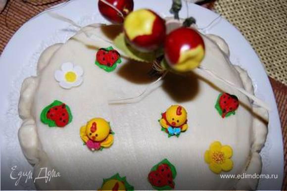 Пока любимая мама встречает гостей, два ее любимых сыночка ставят тортик на стол и ждут,когда зажжется Первая юбилейная свеча нашего ЛЮБИМОГО ЧЕРЕШОНКА! :)