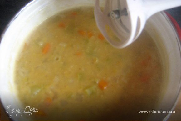 готовый суп в пюре измельчить с помощью блендера.