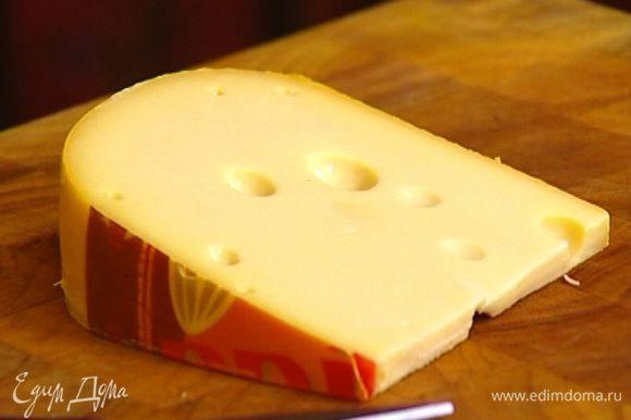 Сыр натереть на крупной терке.