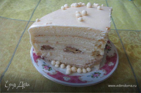 """Но все равно,вкусный тортик. Рекомендую! И лучше вовсе без этой """"сахарной корки"""",как ее обозвал мой муж. Посыпьте сверху орешками или просто кремком залейте и лопайте с чайком"""