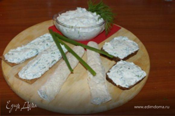 """Сыр можно использовать для приготовления бутербродов как с черным, так и с белым хлебом (особенно вкусно с """"Бородинским""""), с крипсами, галетам и лавашом. Очень подходит к кофе. Приятного аппетита!"""