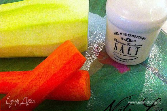Цуккини и морковь почистить
