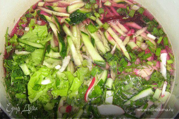 залить водой,добавить сок лимона,соевый соус,бальзамик,перемешать и в холодильник,охлаждаться.