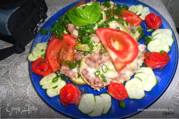 Украсить огурцами - помидорами и зел. луком. Приятного аппетита!