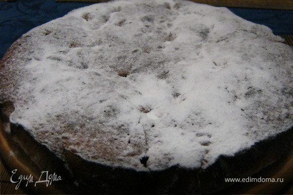 Остывший пирог,(но ещё тёплый) посыпаем сахарной пудрой!!!