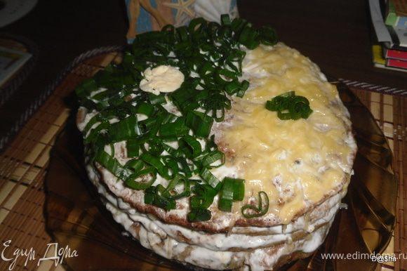 Выкладывать блинчики, смазывая их йогуртом и присыпая сыром. Украсить зел. луком. Приятного аппетита!