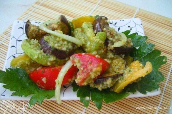 Достаем баклажаны/кабачки( баклажаны будут сухими ничего страшного) смешиваем с помидорами луком и кускусом, заправляем соусом и готово! Можно потреблять как отдельное блюдо или как гарнир))