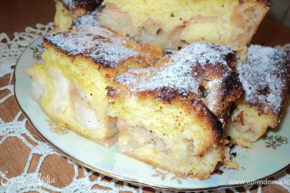 Выпекать 40 мин при температуре 180 градусов. Перед нарезанием дать пирогу остыть, посыпать сахарной пудрой с ванильным сахаром. Приятного аппетита!