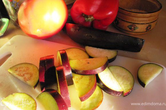 Овощи моем и начинаем нарезать...