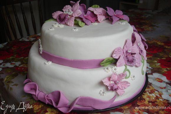 Теперь торт готов для дальнейшего украшения!