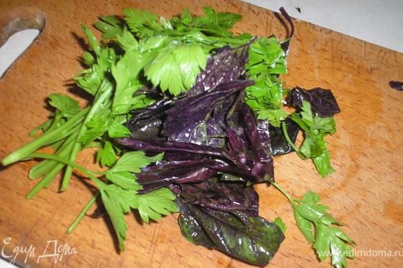 1.5 ст ложки желатина ( у меня быстрорастворимый) залить несколькими ложками кипятка до растворения. В творог добавить мелко нарубленую зелень, посолить, поперчить по вкусу.