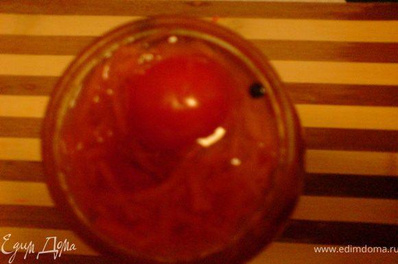 разлить в банки с помидорами,в конце добавляя оставшиеся помидоры