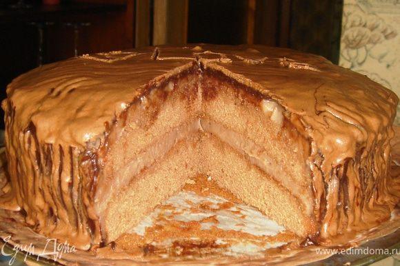 Кушайте на здоровье на следующий день! За это время торт замечательно пропитается и подарит вам массу приятных вкусовых ощущений! Готовьте своим любим побольше вкусностей, дарите им радость и незабываемость семейных застолий! ПРИЯТНОГО АППЕТИТА!