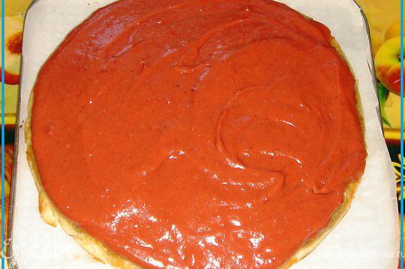 Слегка остывшие коржи густо (не жалея) смазываем кремом. Укладываем друг на друга. Смазываем и бока. Торт ставим в холодильник на один час.