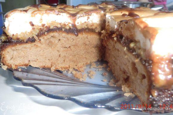 Готовый торт можно украсить глазурью по вашему вкусу.
