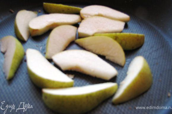 Выкладываем на горячую сковороду