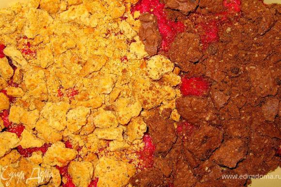 Равномерно разложить кусочки сливочного масла поверх печенья и отправить на 15 минут в разогретую до 180гр. духовку. Затем вынуть десерт, дать немного остыть и схватиться, после чего выложить поверх хорошо взбитые с ванильным сахаром сливки. Сочная малина, хрустящее печенье и нежные сливки – это здорово! Приятного аппетита!