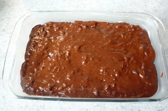 Выложить в хорошо смазанную маслом форму и поставить запекаться в предварительно разогретую до 175°C духовку на 25-30 минут. Затем остудить.