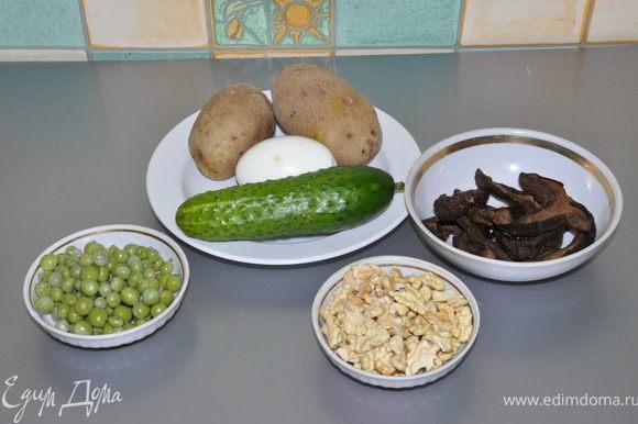 Филе и грибы отварить и порезать соломкой.