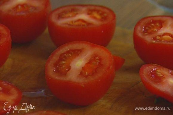 У помидоров срезать верхнюю часть.