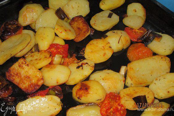Достать мясо из духовки и наслаждаться. На гарнир печёный картофель.