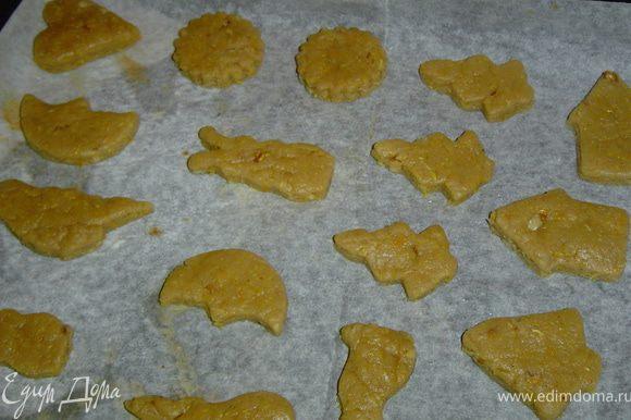 Помещаем печенье на противень, застеленный пекарской бумагой, выпекаем при температуре 190 гр. 30 минут до золотистого цвета.