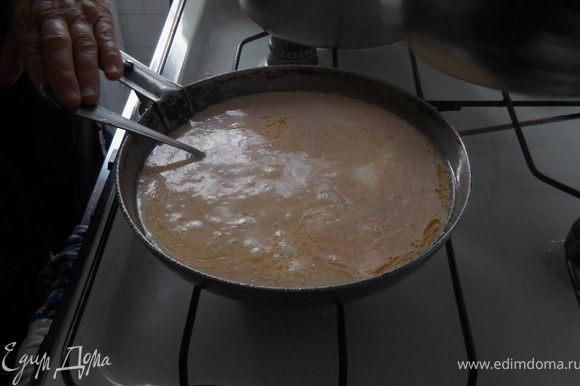 Полученную смесь хорошенько перемешиваем, прямо в сковороде.