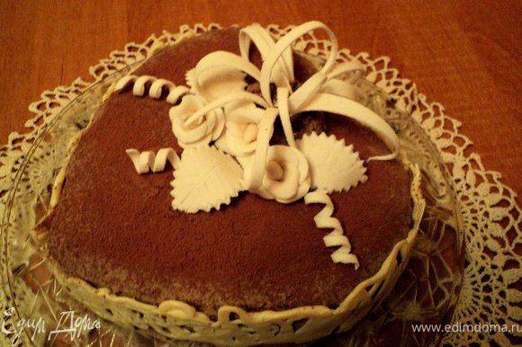 Торт украсила подсохщими украшениями из мастики. Приятного аппетита!