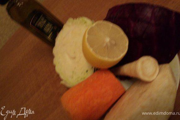 Продукты для салата ( забыла положить, когда фотографировала, апельсин, лук и зелень).