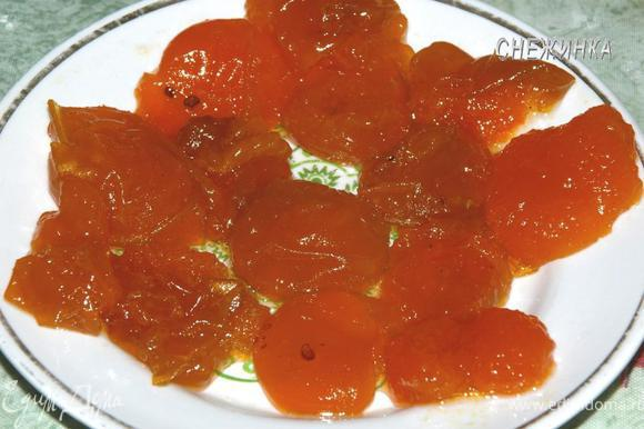 По истечении времени, абрикосики достаем из сиропа, или сливаем сироп, как Вам удобно.