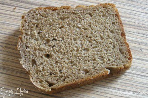 Подсушить хлеб на сковороде (без масла) или на гриле, натереть чесноком.