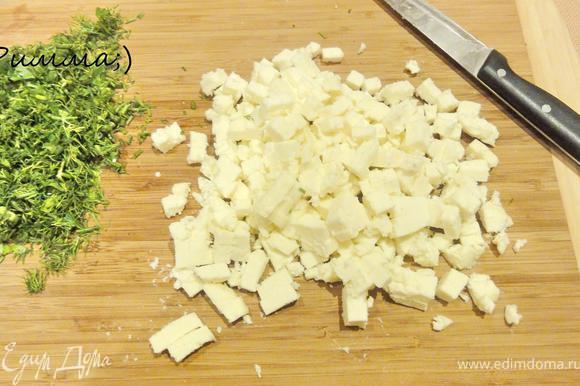 Адыгейский сыр нарезать кубиками. Зелень мелко порубить.