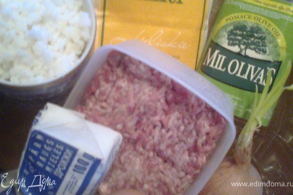 Готовим продукты.У меня фарш из свинины.Рис остался от салата-ровно стакан.