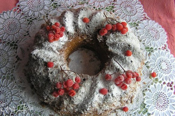 украсить ягодами калины. Приятных Вам праздников! :)