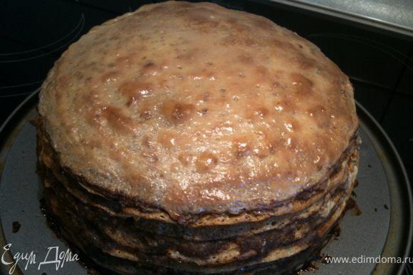 Через 10 мин. уменьшить температуру духовки до 150 градусов и выпекать пирог до золотистой корочки - примерно 1 - 1-20 часа. Приятного аппетита!