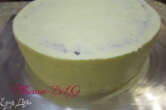 Приготовить бисквит по рецепту http://www.edimdoma.ru/recipes/31029 .Охладить разрезать на четыре коржа. Приготовить суфле так же как в рецепте http://www.edimdoma.ru/recipes/31385 залить суфле в два слоя, попеременно с коржами.Один корж оставить для картошки, для самолетика. Поставить торт в холодильник на 3-4 часа. Достать и покрыть масляным кремом.Выровнять.