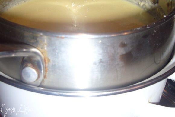 Всю массую проварить 10 мин,на водяной бане,добавь сахар помешивая деревянной ложкой.Чуть остудить.