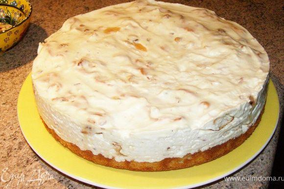 Через 12 часов вынем торт из разъемной формы. Чтобы крем торта прекрасно отстал от стенок формы, я использую горячий фен (подсмотрела у Альбины). Пару раз провела феном с горячим воздухом по стенкам формы и спокойно извлекла торт