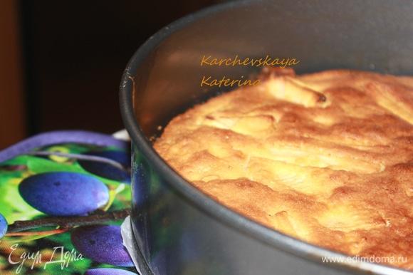 Выложить тесто в форму. Выпекать 50–60 минут в разогретой до 180°C духовке. Приятного аппетита! Надеюсь, вам понравится пирог!