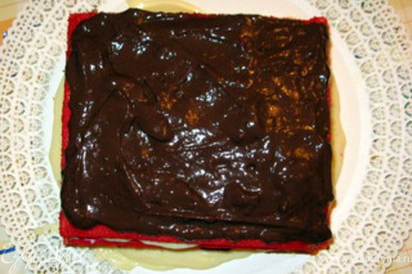 и шоколадным.Закончить шоколадным кремом.
